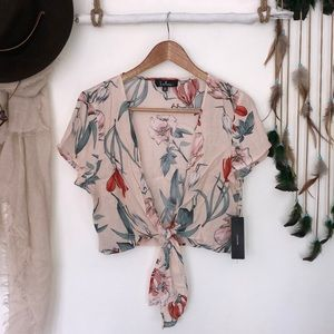 Lulus floral front knot cropped blouse size xl